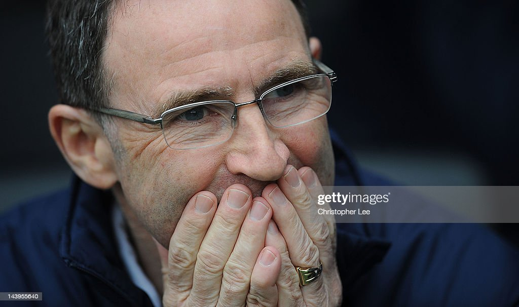 Manager <a gi-track='captionPersonalityLinkClicked' href=/galleries/search?phrase=Martin+O%27Neill&family=editorial&specificpeople=201190 ng-click='$event.stopPropagation()'>Martin O'Neill</a> of Sunderland looks on before the Barclays Premier League match between Fulham and Sunderland at Craven Cottage on May 6, 2012 in London, England.
