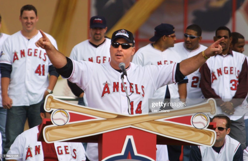 Manager <a gi-track='captionPersonalityLinkClicked' href=/galleries/search?phrase=Mike+Scioscia&family=editorial&specificpeople=206319 ng-click='$event.stopPropagation()'>Mike Scioscia</a> during Anaheim Angels World Series victory celebration at Edison Field.