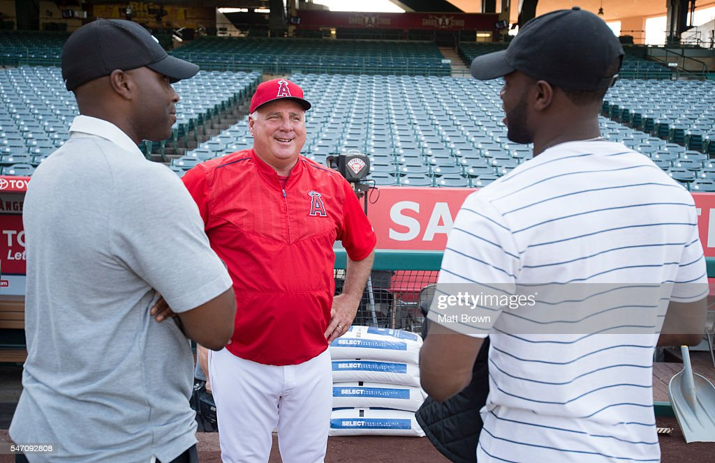 Manager Mike Scioscia #14 of the Los Angeles Angels of Anaheim talks with former Angel Torii Hunter and his son, Angels' 23rd round pick in the 2016 draft, Torii Hunter Jr. before the game against the Oakland Athletics at Angel Stadium of Anaheim on June 25, 2016 in Anaheim, California.