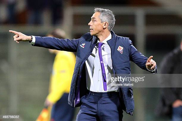 Manager of ACF Fiorentina Paulo Sousa issues instructions to his players during the UEFA Europa League group I match between ACF Fiorentina and KKS...