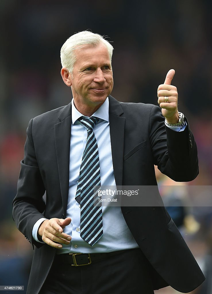Manager of Crystal Palace <a gi-track='captionPersonalityLinkClicked' href=/galleries/search?phrase=Alan+Pardew&family=editorial&specificpeople=171147 ng-click='$event.stopPropagation()'>Alan Pardew</a> salutes the fans after the Barclays Premier League match between Crystal Palace and Swansea City at Selhurst Park on May 24, 2015 in London, England.