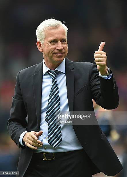 Manager of Crystal Palace Alan Pardew salutes the fans after the Barclays Premier League match between Crystal Palace and Swansea City at Selhurst...