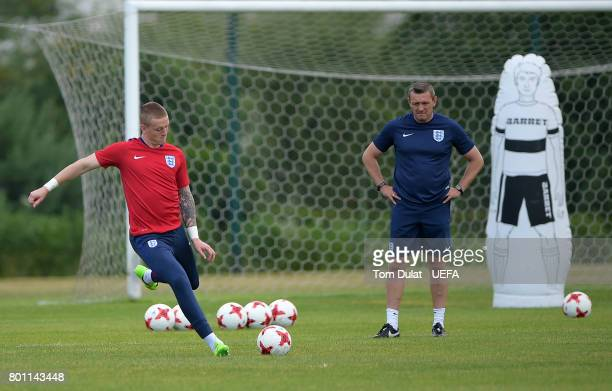 Manager of England U21 Aidy Boothroyd and Jordan Pickford during a training session on the eve of their UEFA European Under21 Championship Semifinal...