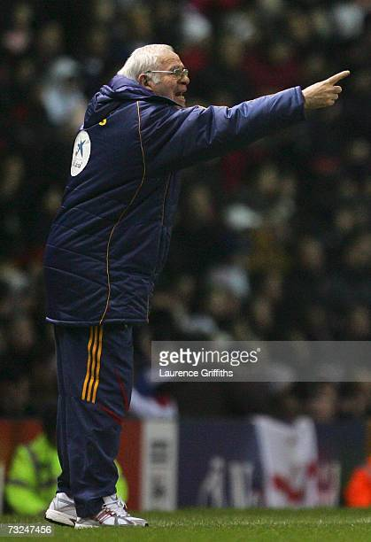 Manager of Spain Luis Aragones gestures to his players during the International Friendly match between England and Spain at Old Trafford on February...