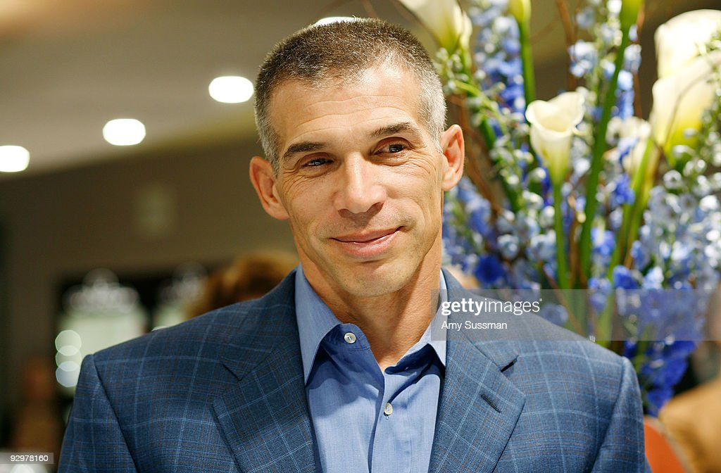Manfredi Jewels Launches the NOA New York Yankees Joe Girardi Timepiece