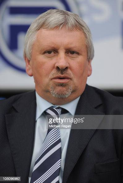 Manager Paul Sturrock of Southend looks on before the npower League Two match between Chesterfield and Southend United at the B2net Stadium on...
