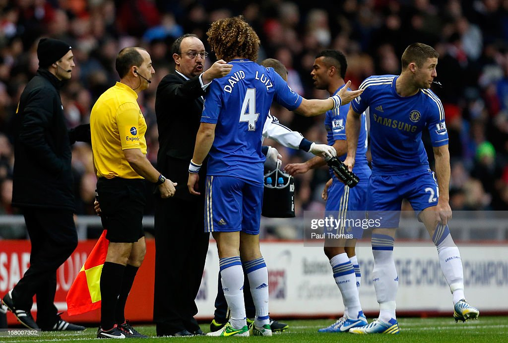 Manager Rafa Benitez of Chelsea speaks to his player <a gi-track='captionPersonalityLinkClicked' href=/galleries/search?phrase=David+Luiz&family=editorial&specificpeople=4133397 ng-click='$event.stopPropagation()'>David Luiz</a> (C) during the Barclays Premier League match between Sunderland and Chelsea at the Stadium of Light on December 8, 2012, in Sunderland, England.