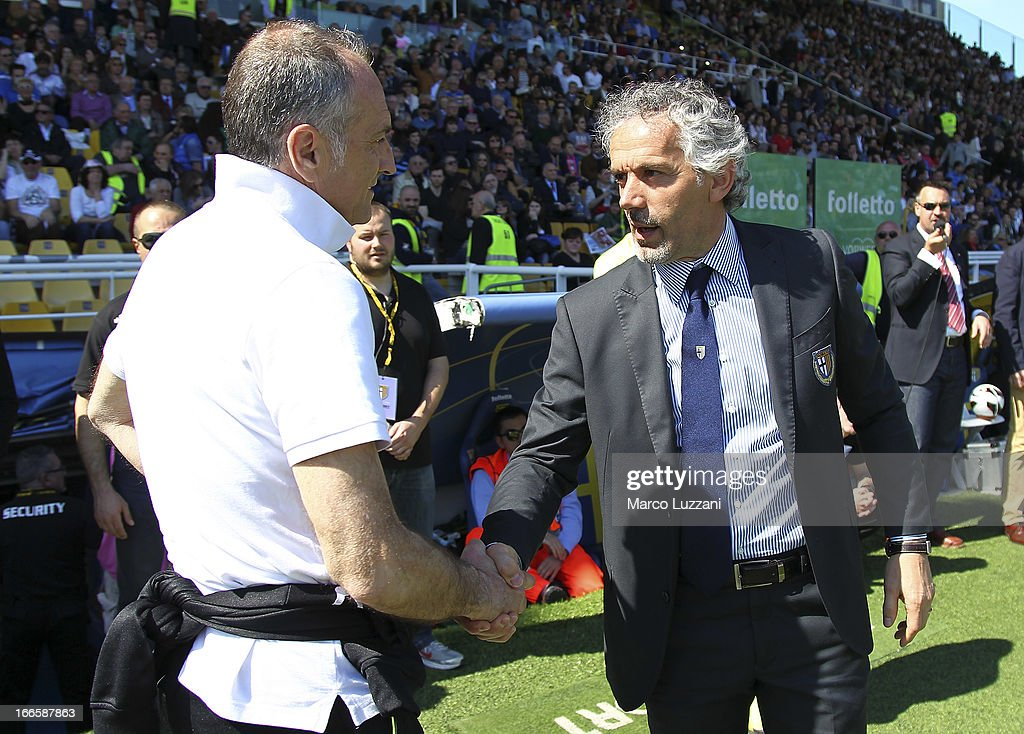 Manager <a gi-track='captionPersonalityLinkClicked' href=/galleries/search?phrase=Roberto+Donadoni&family=editorial&specificpeople=654860 ng-click='$event.stopPropagation()'>Roberto Donadoni</a> (R) of Parma FC shakes hands with Manager <a gi-track='captionPersonalityLinkClicked' href=/galleries/search?phrase=Francesco+Guidolin&family=editorial&specificpeople=770478 ng-click='$event.stopPropagation()'>Francesco Guidolin</a> (L) of Udinese Calci before the Serie A match between Parma FC and Udinese Calcio at Stadio Ennio Tardini on April 14, 2013 in Parma, Italy.