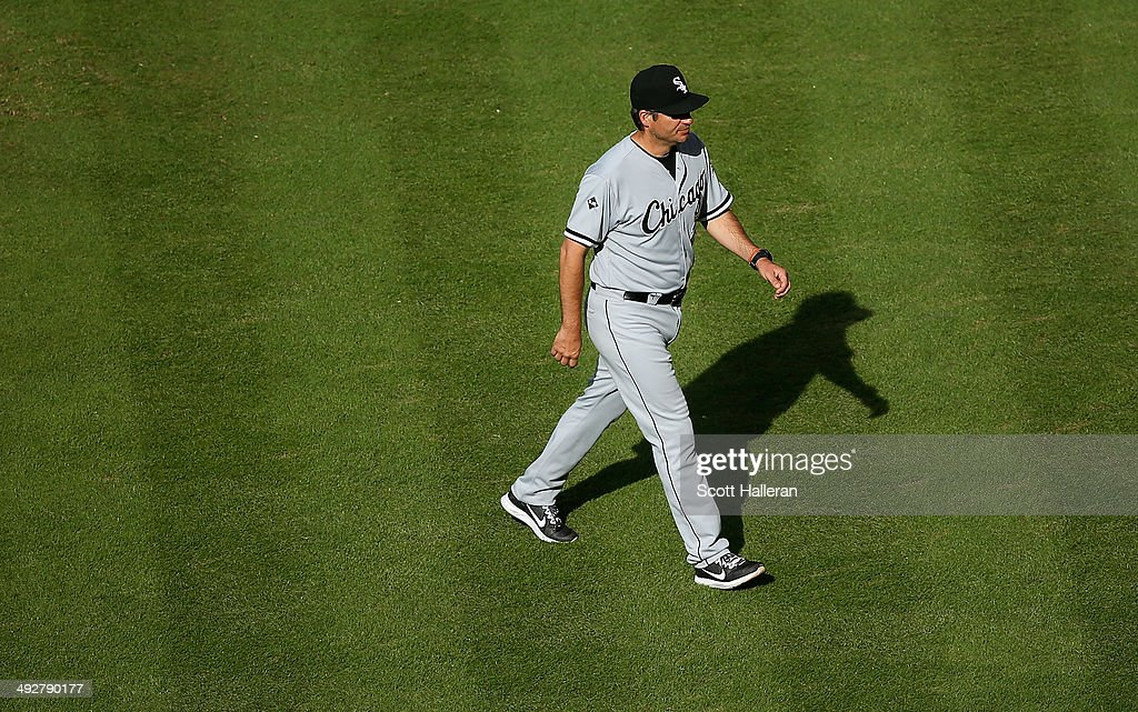 Manager <a gi-track='captionPersonalityLinkClicked' href=/galleries/search?phrase=Robin+Ventura&family=editorial&specificpeople=211486 ng-click='$event.stopPropagation()'>Robin Ventura</a> #23 of the Chicago White Sox walks back to the dugout during their game against the Houston Astros at Minute Maid Park on May 17, 2014 in Houston, Texas.