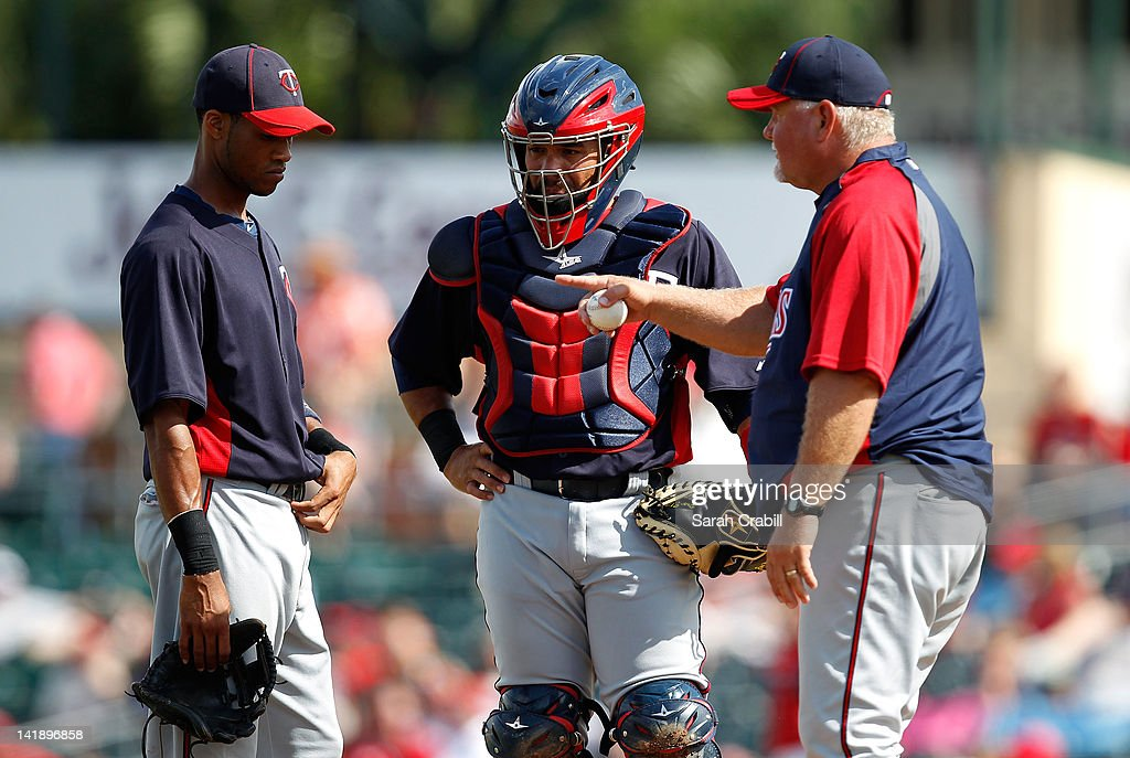 Manager <a gi-track='captionPersonalityLinkClicked' href=/galleries/search?phrase=Ron+Gardenhire&family=editorial&specificpeople=220870 ng-click='$event.stopPropagation()'>Ron Gardenhire</a> #35 of the Minnesota Twins approaches the mound to speak with shortstop Pedro Florimon #71 during a game against the St. Louis Cardinals at Roger Dean Stadium on March 25, 2012 in Jupiter, Florida.