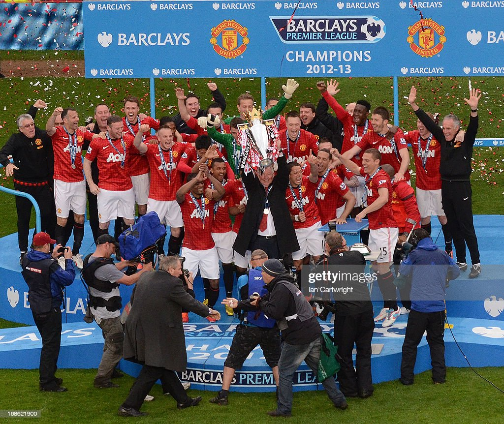 Manager Sir <a gi-track='captionPersonalityLinkClicked' href=/galleries/search?phrase=Alex+Ferguson&family=editorial&specificpeople=203067 ng-click='$event.stopPropagation()'>Alex Ferguson</a> of Manchester United lifts the Premier League trophy after the Barclays Premier League match between Manchester United and Swansea City at Old Trafford on May 12, 2013 in Manchester, England.