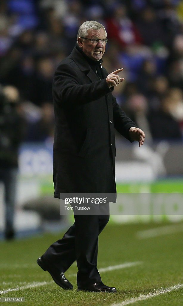 Manager Sir <a gi-track='captionPersonalityLinkClicked' href=/galleries/search?phrase=Alex+Ferguson&family=editorial&specificpeople=203067 ng-click='$event.stopPropagation()'>Alex Ferguson</a> shouts instructions from the touchline during the Barclays Premier League match between Reading and Manchester United at Madejski Stadium on December 1, 2012 in Reading, England.