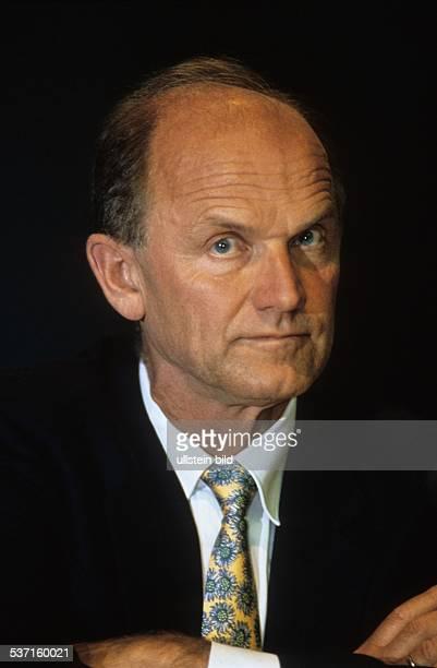 * Manager Österreich Vorstandsvorsitzender AUDI AG 1992