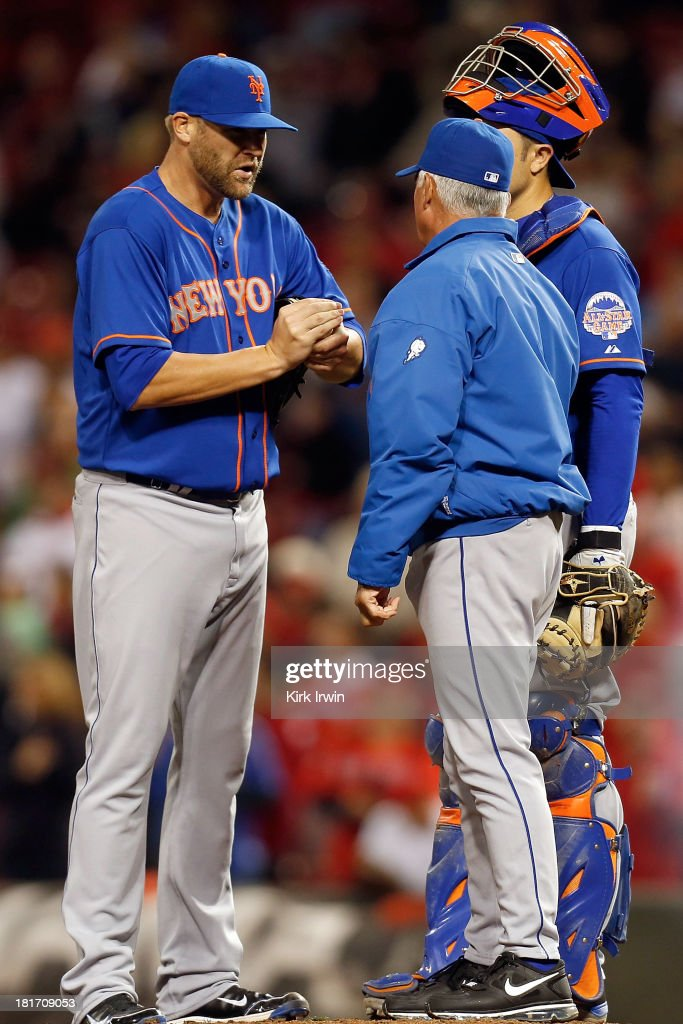 Manager <a gi-track='captionPersonalityLinkClicked' href=/galleries/search?phrase=Terry+Collins&family=editorial&specificpeople=2593404 ng-click='$event.stopPropagation()'>Terry Collins</a> of the New York Mets talks with Sean Henn #43 of the New York Mets during the 10th inning against the Cincinnati Reds at Great American Ball Park on September 23, 2013 in Cincinnati, Ohio. Henn would give up a walk-off double to <a gi-track='captionPersonalityLinkClicked' href=/galleries/search?phrase=Shin-Soo+Choo&family=editorial&specificpeople=196543 ng-click='$event.stopPropagation()'>Shin-Soo Choo</a> #17 of the Cincinnati Reds as Cincinnati defeated New York 3-2 in 10 innings.