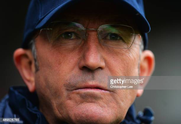 Manager Tony Pulis of Crystal Palace looks on during the Barclays Premier League match between Fulham and Crystal Palace at Craven Cottage on May 11...