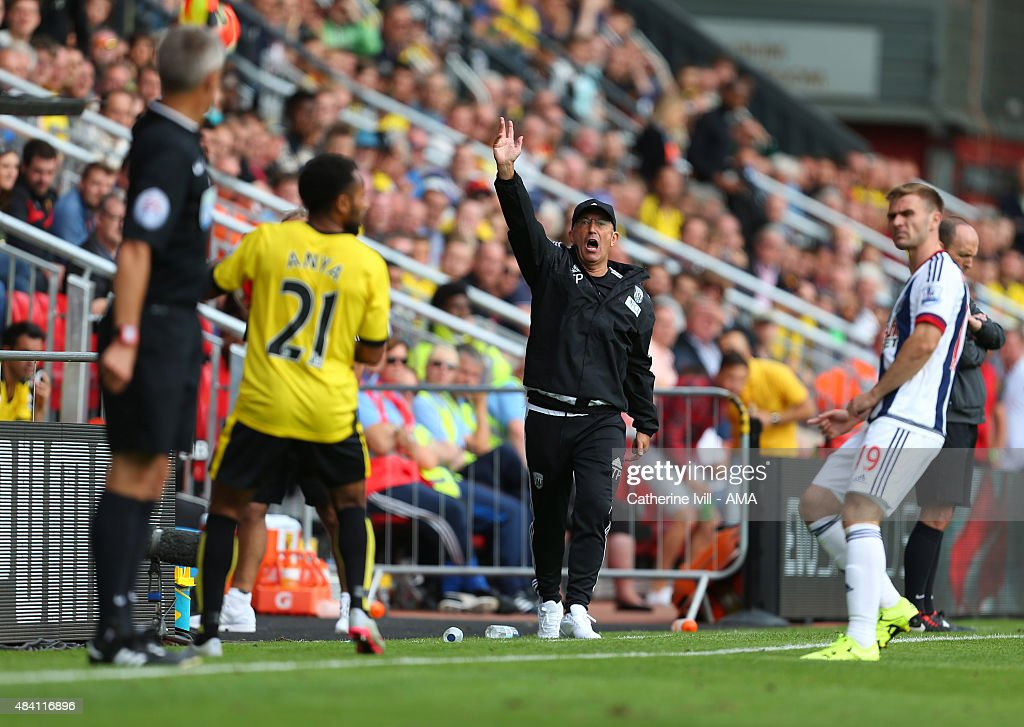 Manager Tony Pulis of West Bromwich Albion shouts during the Barclays premier League match between Watford and West Bromwich Albion at Vicarage Road on August 15, 2015 in Watford, England.