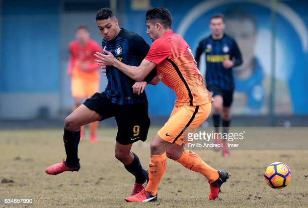 Manaour Mouhamed Belkheir of FC Internazionale Milano competes for the ball with Riccardo Marchizza of As Roma during the Primavera Tim juvenile...