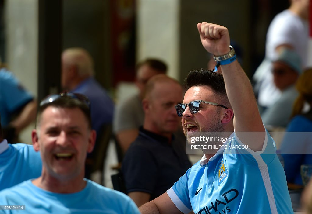 A Manchester City fan gestures in the centre of Madrid on May 4, 2016 ahead of the UEFA Champions League semi-final second leg football match against Real Madrid. / AFP / PIERRE