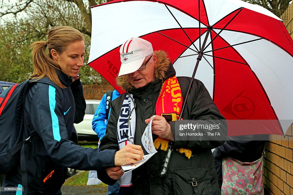 Manchester City keeper Karen Bardsley signs autographs while arriving for the WSL 1 match between Sunderland AFC Ladies and Manchester City Women at The Hetton Center on April 29, 2016 in Hetton, England.