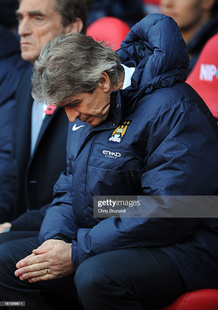 Manchester City manager <a gi-track='captionPersonalityLinkClicked' href=/galleries/search?phrase=Manuel+Pellegrini&family=editorial&specificpeople=673553 ng-click='$event.stopPropagation()'>Manuel Pellegrini</a> looks dejected during the Barclays Premier League match between Sunderland and Manchester City at Stadium of Light on November 10, 2013 in Sunderland, England.