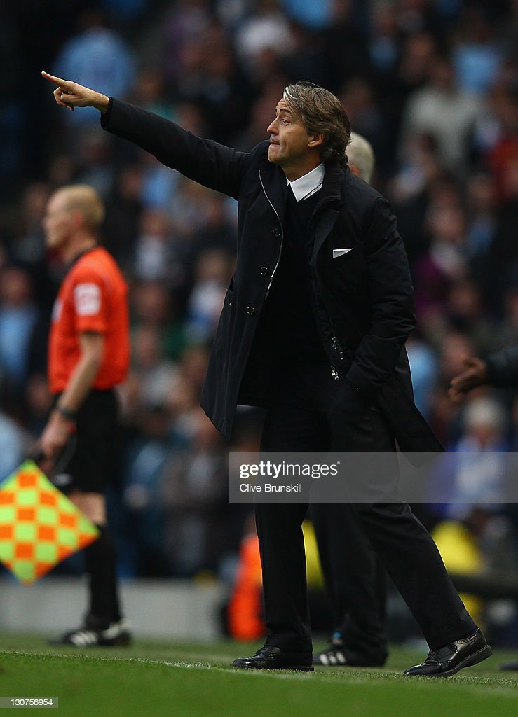 Manchester City manager <a gi-track='captionPersonalityLinkClicked' href=/galleries/search?phrase=Roberto+Mancini&family=editorial&specificpeople=234429 ng-click='$event.stopPropagation()'>Roberto Mancini</a> gives instructions during the Barclays Premier League match between Manchester City and Wolverhampton Wanderers at Etihad Stadium on October 29, 2011 in Manchester, England.