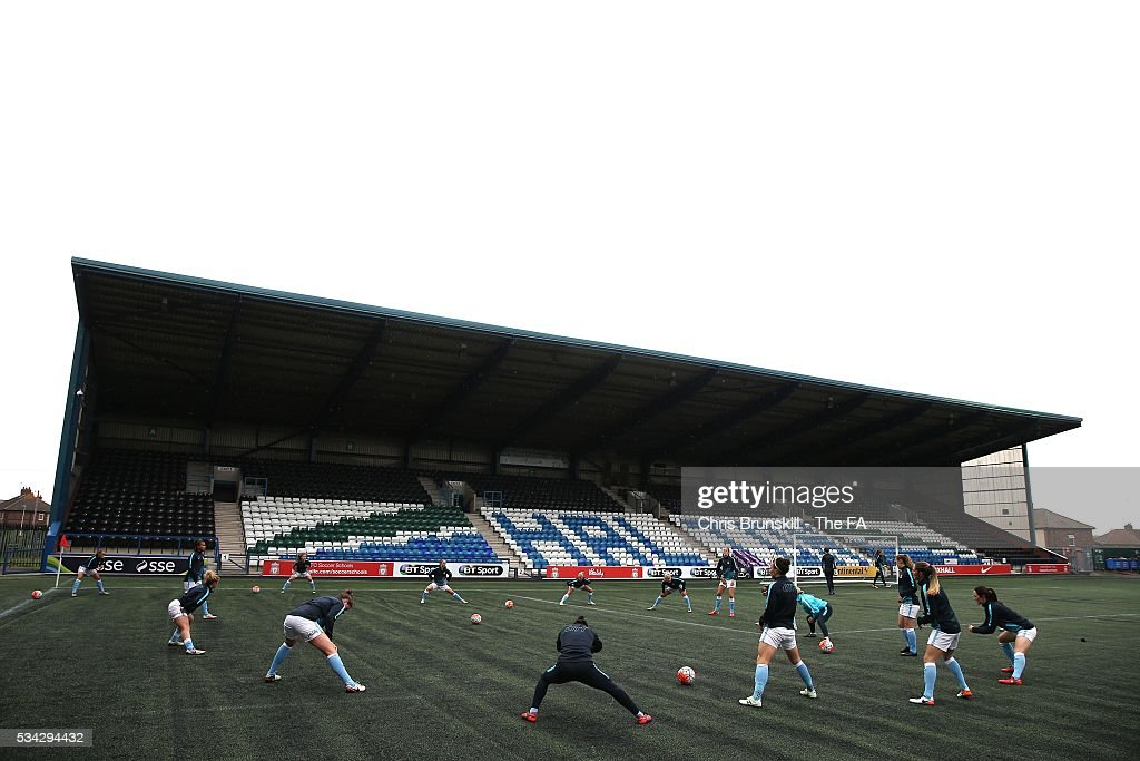 Manchester City Women warm up ahead of the FA WSL match between Liverpool Ladies FC and Manchester City Women at the Halton Stadium on May 25, 2016 in Widnes, England.