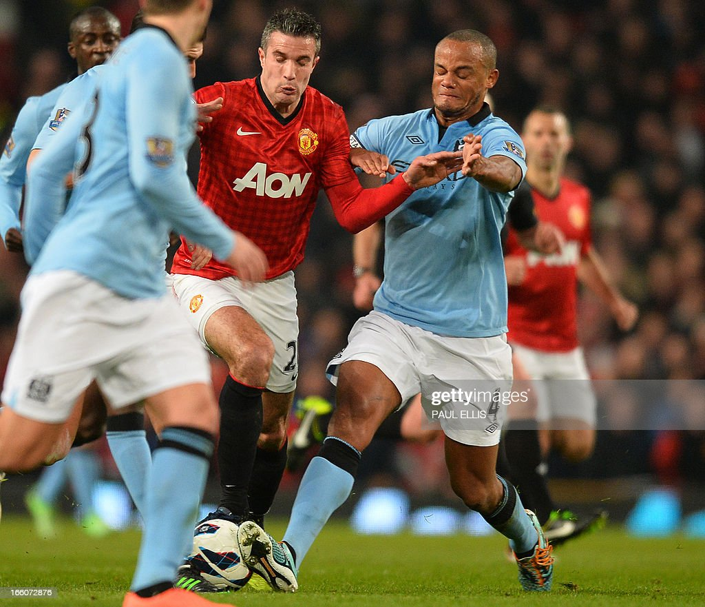 """Manchester City's Belgian defender Vincent Kompany (R) vies with Manchester United's Dutch striker Robin van Persie during the English Premier League football match between Manchester United and Manchester City at Old Trafford in Manchester, northwest England on April 8, 2013. AFP/PHOTO PAUL ELLIS USE. No use with unauthorized audio, video, data, fixture lists, club/league logos or """"live"""" services. Online in-match use limited to 45 images, no video emulation. No use in betting, games or single club/league/player publications."""