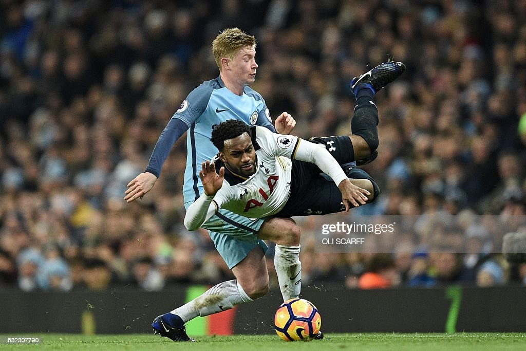 TOPSHOT - Manchester City's Belgian midfielder Kevin De Bruyne (L) fouls Tottenham Hotspur's English defender Danny Rose during the English Premier League football match between Manchester City and Tottenham Hotspur at the Etihad Stadium in Manchester, north west England, on January 21, 2017. The game finished 2-2. / AFP / Oli SCARFF / RESTRICTED TO EDITORIAL USE. No use with unauthorized audio, video, data, fixture lists, club/league logos or 'live' services. Online in-match use limited to 75 images, no video emulation. No use in betting, games or single club/league/player publications. /