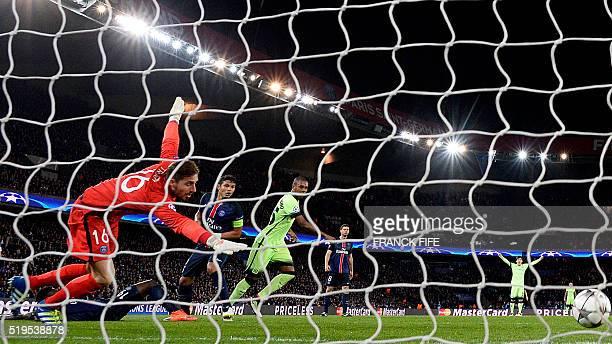 Manchester City's Brazilian midfielder Fernandinho scores a goal next to Paris SaintGermain's German goalkeeper Kevin Trapp during the UEFA Champions...