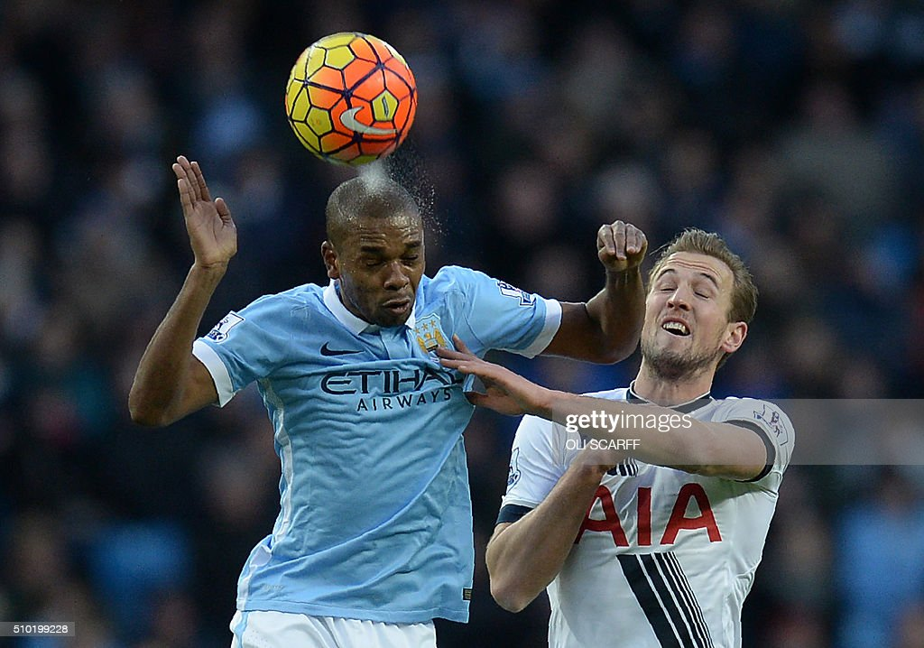 Manchester City's Brazilian midfielder Fernandinho (L) vies with Tottenham Hotspur's English striker Harry Kane during the English Premier League football match between Manchester City and Tottenham Hotspur at the Etihad Stadium in Manchester, north west England, on February 14, 2016. / AFP / OLI SCARFF / RESTRICTED TO EDITORIAL USE. No use with unauthorized audio, video, data, fixture lists, club/league logos or 'live' services. Online in-match use limited to 75 images, no video emulation. No use in betting, games or single club/league/player publications. /