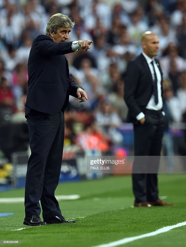 Manchester City's Chilean coach Manuel Pellegrini (L) gives instructions during the UEFA Champions League semi-final second leg football match Real Madrid CF vs Manchester City FC at the Santiago Bernabeu stadium in Madrid, on May 4, 2016. / AFP / PAUL