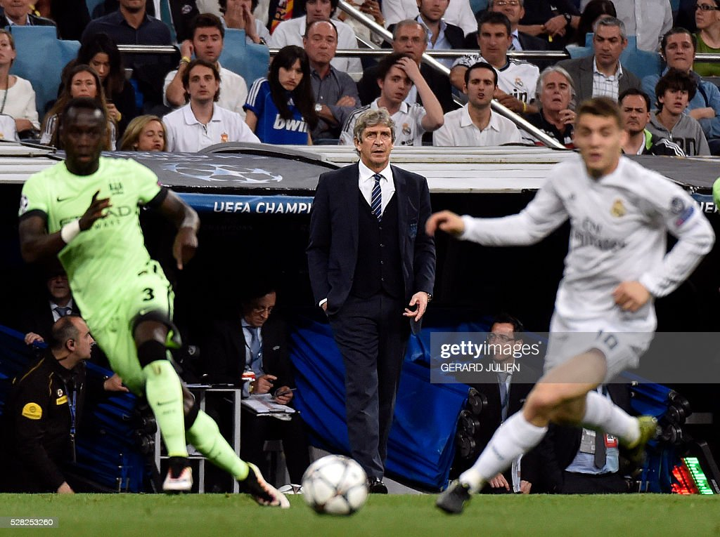 Manchester City's Chilean coach Manuel Pellegrini (C) looks at players during the UEFA Champions League semi-final second leg football match Real Madrid CF vs Manchester City FC at the Santiago Bernabeu stadium in Madrid, on May 4, 2016. / AFP / GERARD