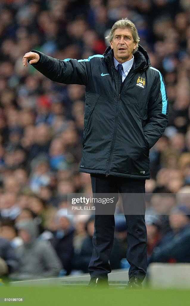 Manchester City's Chilean manager Manuel Pellegrini shouts instructions to his players from the touchline during the English Premier League football match between Manchester City and Tottenham Hotspur at the Etihad Stadium in Manchester, north west England, on February 14, 2016. / AFP / PAUL ELLIS / RESTRICTED TO EDITORIAL USE. No use with unauthorized audio, video, data, fixture lists, club/league logos or 'live' services. Online in-match use limited to 75 images, no video emulation. No use in betting, games or single club/league/player publications. /