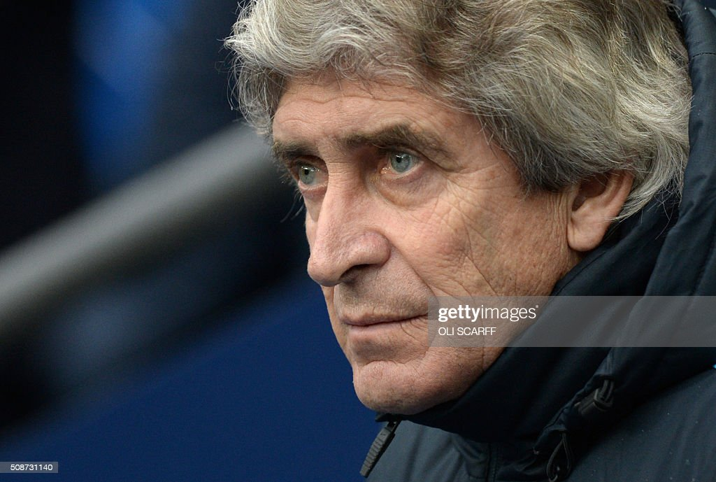 Manchester City's Chilean manager Manuel Pellegrini watches his players during the English Premier League football match between Manchester City and Leicester City at the Etihad Stadium in Manchester, north west England, on February 6, 2016. / AFP / OLI SCARFF / RESTRICTED TO EDITORIAL USE. No use with unauthorized audio, video, data, fixture lists, club/league logos or 'live' services. Online in-match use limited to 75 images, no video emulation. No use in betting, games or single club/league/player publications. /