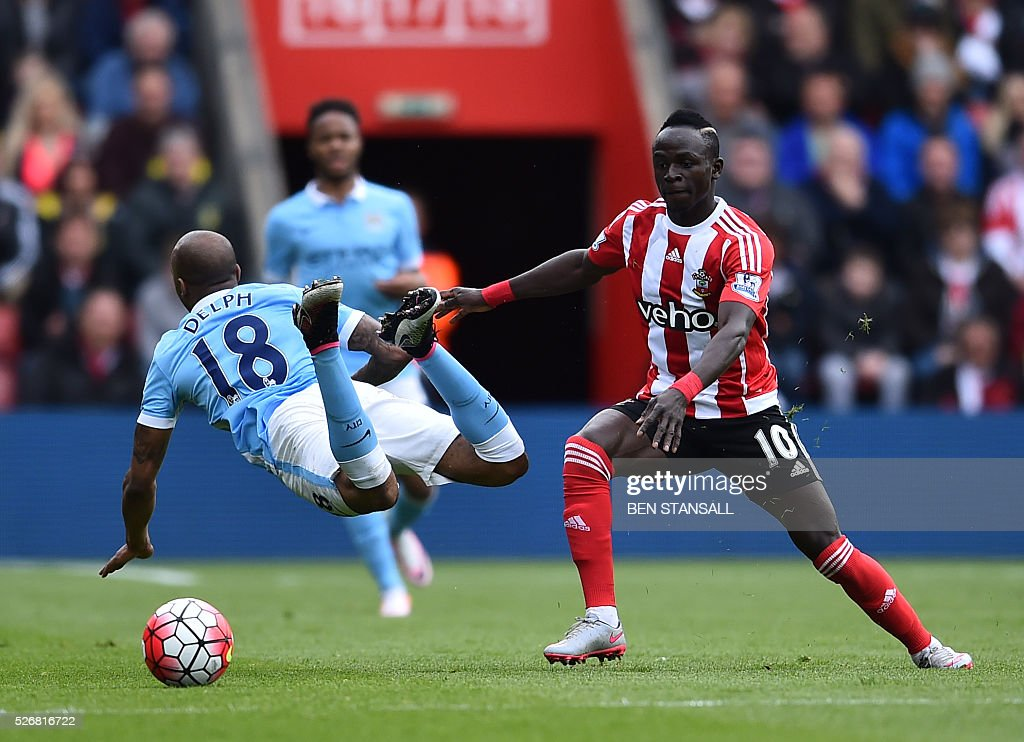 Manchester City's English midfielder Fabian Delph (L) is tackled by Southampton's Senegalese midfielder Sadio Mane during the English Premier League football match between Southampton and Manchester City at St Mary's Stadium in Southampton, southern England on May 1, 2016. / AFP / BEN STANSALL / RESTRICTED TO EDITORIAL USE. No use with unauthorized audio, video, data, fixture lists, club/league logos or 'live' services. Online in-match use limited to 75 images, no video emulation. No use in betting, games or single club/league/player publications. /