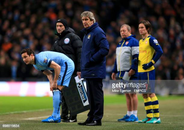 Manchester City's Frank Lampard with Manchester City manager Manuel Pellegrini before being substituted on