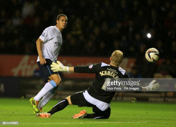 Manchester City's Jack Rodwell has an attempt on goal as Leicester City's goalkeeper Kasper Schmeichel dives