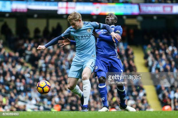 Manchester City's Kevin De Bruyne and Chelsea's N'golo Kante battle for the ball