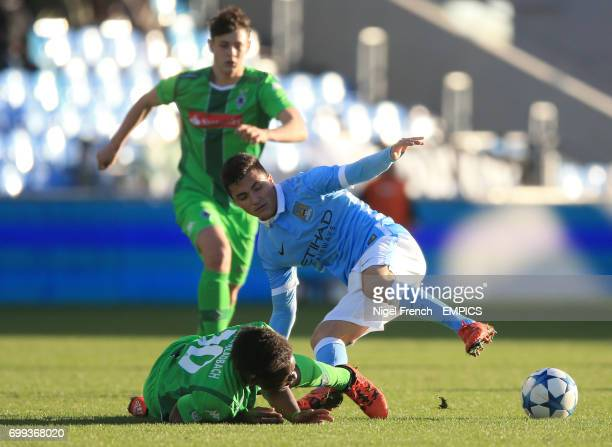 Manchester City's Manu Garcia and Borussia Monchengladbach's Bamuaka Simakala battle for the ball