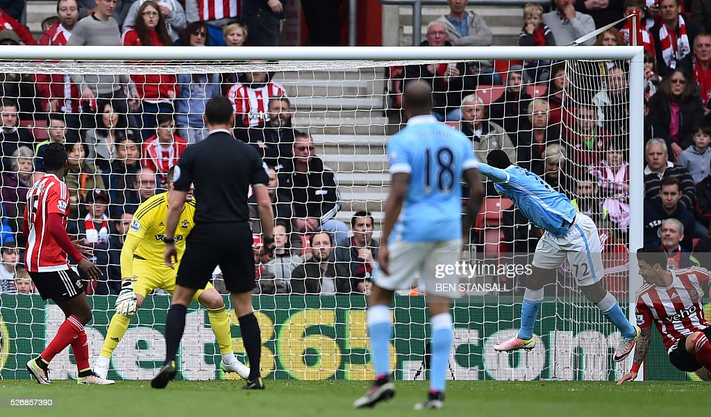 Manchester City's Nigerian striker Kelechi Iheanacho (2R) heads the ball to score during the English Premier League football match between Southampton and Manchester City at St Mary's Stadium in Southampton, southern England on May 1, 2016. / AFP / BEN STANSALL / RESTRICTED TO EDITORIAL USE. No use with unauthorized audio, video, data, fixture lists, club/league logos or 'live' services. Online in-match use limited to 75 images, no video emulation. No use in betting, games or single club/league/player publications. /