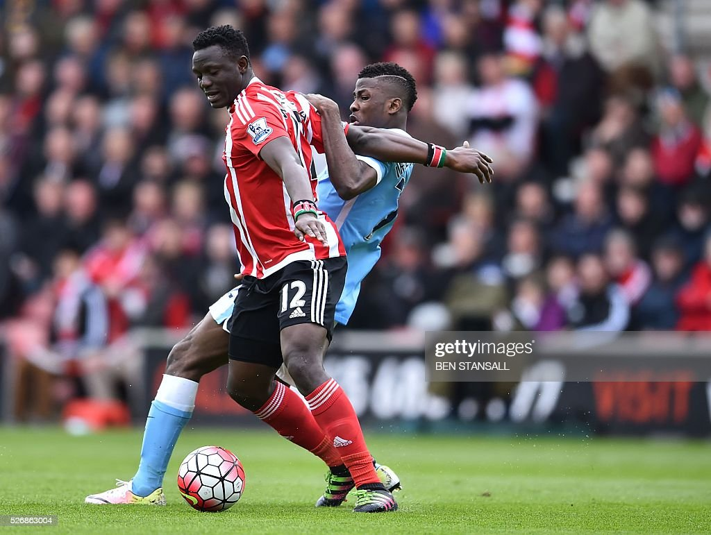 Manchester City's Nigerian striker Kelechi Iheanacho (R) vies with Southampton's Kenyan midfielder Victor Wanyama during the English Premier League football match between Southampton and Manchester City at St Mary's Stadium in Southampton, southern England on May 1, 2016. / AFP / BEN STANSALL / RESTRICTED TO EDITORIAL USE. No use with unauthorized audio, video, data, fixture lists, club/league logos or 'live' services. Online in-match use limited to 75 images, no video emulation. No use in betting, games or single club/league/player publications. /