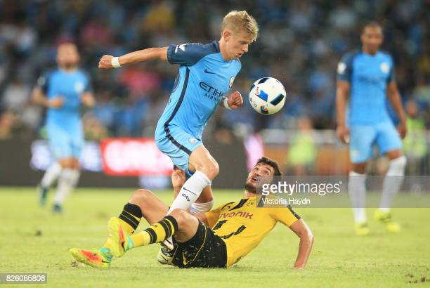Manchester City's Oleksandar Zinchenko on the ball