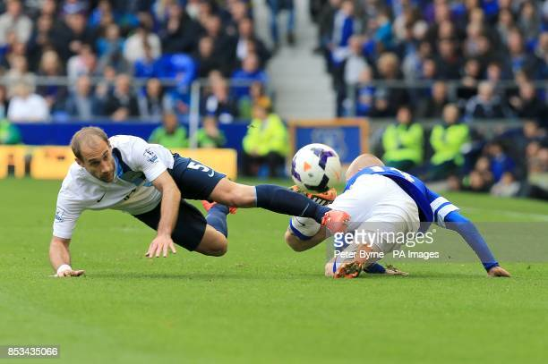 Manchester City's Pablo Zabaleta and Everton's Steven Naismith battle for the ball