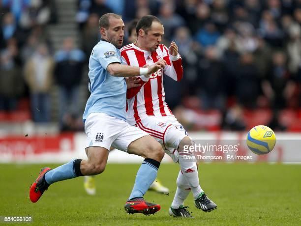 Manchester City's Pablo Zabaleta and Stoke City's Matthew Etherington battle for the ball