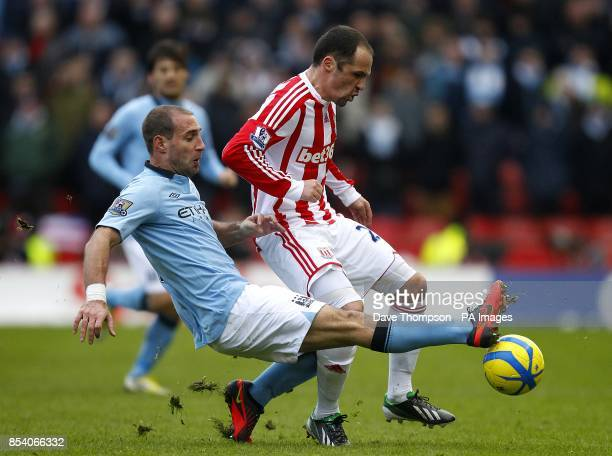 Manchester City's Pablo Zabaleta and Stoke City's Matthew Etherington battle for the ball
