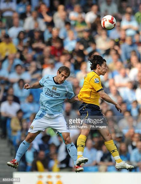 Manchester City's Pablo Zabaleta and West Bromwich Albion's Robert Koren battle for the ball