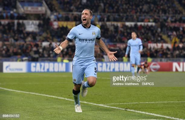 Manchester City's Pablo Zabaleta celebrates scoring his side's second goal of the game