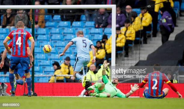 Manchester City's Pablo Zabaleta has his shot saved by Crystal Palace's Julian Speroni