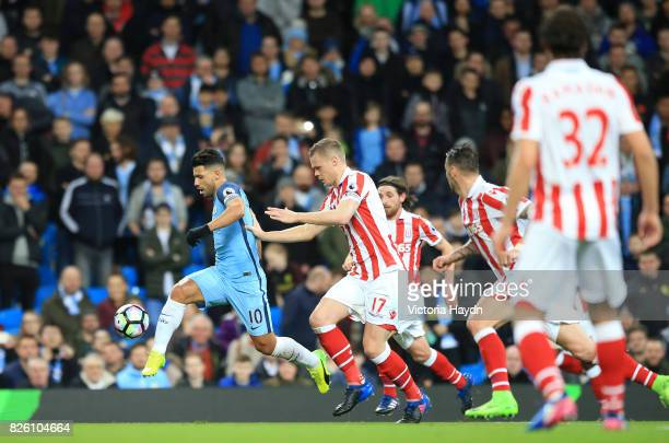 Manchester City's Sergio Aguero and Stoke City's Ryan Shawcross battle for the ball