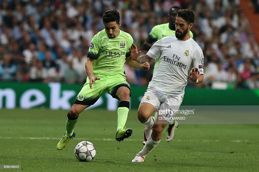 Manchester City's Spanish midfielder Jesus Navas (L) vies with Real Madrid's midfielder Isco during the UEFA Champions League semi-final second leg football match Real Madrid CF vs Manchester City FC at the Santiago Bernabeu stadium in Madrid, on May 4, 2016. / AFP / CESAR